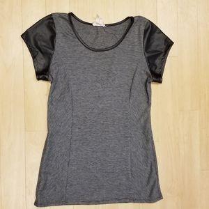 Black stripped short-sleeve shirt